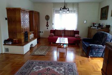 Debrecen, Komlóssy utca - Five bedrooms flat close to main building